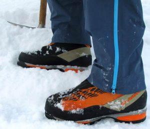 ایجاد جای پا در شیب های برفی و یخی