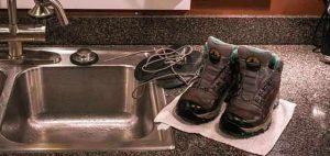 چگونه کفش های کوهنوردی مان را بشوییم؟