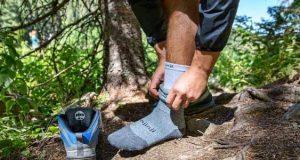 جورابهای یکلایه یا چندلایه در کوهنوردی را بهتر بشناسیم؟ چه جورابی بخریم؟